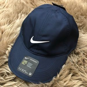 b8e2a8a9c6a Nike Accessories - NIKE Women s Featherlight Cap One Size